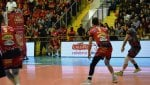Perugia sempre travolgente. Modena vince solo al tie break