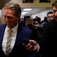 """Trump contro senatore repubblicano Flake: """"Non vuole votare la riforma fiscale"""""""