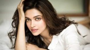 """La """"Casta dei cavalieri"""" offre 10 milioni di rupie a chi brucerà viva protagonista di controverso film"""