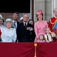 La Corona britannica vale 67 miliardi di sterline e rende 1,76 miliardi l'anno, sei volte quello che costa