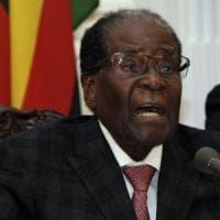 """Zimbabwe, Cnn: """"Mugabe accetta di dimettersi, immunità per lui e per la moglie"""""""