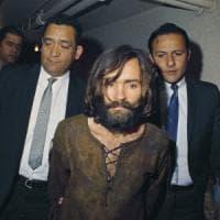 """Morto Charles Manson, uno dei più feroci assassini della storia: """"Addio all'ombra del..."""