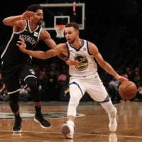 Basket, Nba: Curry spinge Golden State in vetta, non perdono colpi Detroit e Toronto