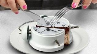 A tavola senza fretta:la lentezza è tutta salute