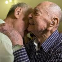 A 102 anni scopre che il fratello era sopravvissuto all'Olocausto: e incontra