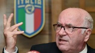 """Figc, Tavecchio si dimette da presidente.""""Sciacallaggio politicocontro di me"""" ·video.Malagò: 'Unica soluzione è commissariare'"""