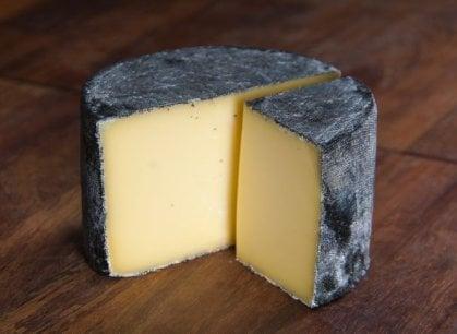 Il formaggio migliore del mondo è inglese. E batte un blu di bufala (lombardo)