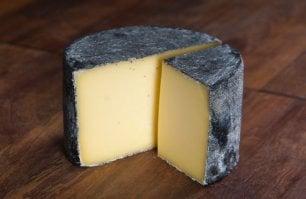 Il formaggio più buono  del mondo è inglese. E batte un blu di bufala (lombardo)