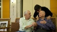 A 102 anni scopre che il fratello era sopravvissuto all'Olocausto: e incontra il nipote per la prima volta