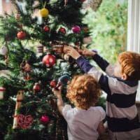 Natale, le persone che decorano casa in anticipo sono più felici: lo dice