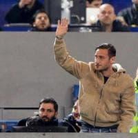 Violenza sulle donne, la partita in ricordo di Sar Pietrantonio, con Francesco Totti al calcio di inizio