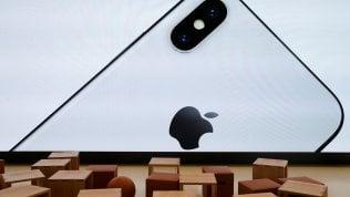 Apple sotto accusa:  studenti al lavoro in Cina per produrre l'iPhone X