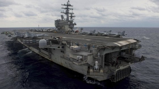Okinawa: precipita aereo militare Usa