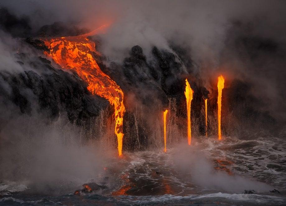 Hawaii, scatti dall'inferno: lo spettacolo della colata lavica