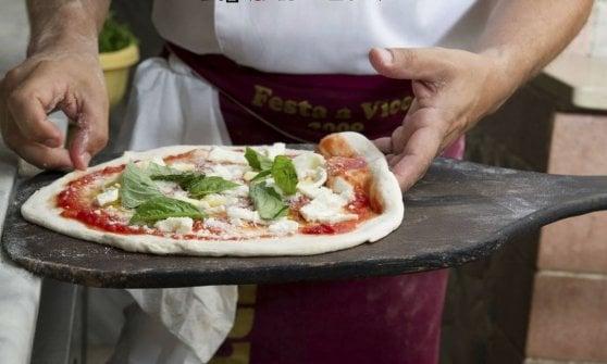 E la Michelin applaude alla pizza napoletana: niente stelle (ancora) ma tanti riconoscimenti