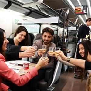 Come ti coccolo il viaggiatore: cambiano i welcome drink sui treni dell'alta velocità