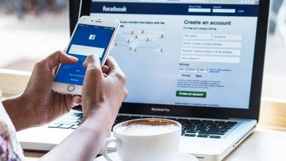 Facebook, cala l'uso negli Usa: da 32 ore al mese a 18