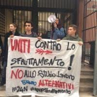 Studenti per la terza volta in piazza. E atenei in rivolta contro lo sfruttamento