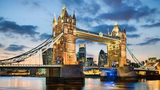"""Social network, ecco le città europee più """"condivise"""" dagli italiani: Parigi batte Londra. Roma si salva grazie al Colosseo"""