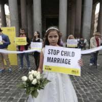 Spose bambine anche in Italia: nelle baraccopoli accade più che in Niger