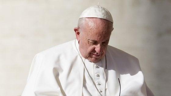 """Migranti, l'ira di Papa Francesco: """"Fomentare la paura semina violenza razzista"""""""