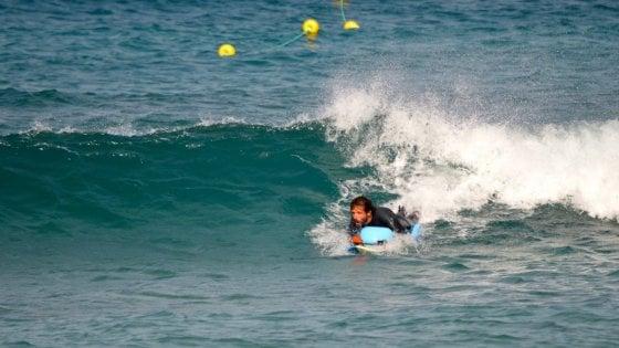 """La storia di Lorenzo: """"Io disabile ma il surf e l'acqua mi hanno cambiato la vita"""""""