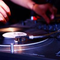 Musica, ballo e una radio, un progetto per gli adolescenti che si ammalano di tumore