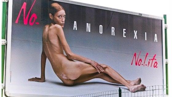 """""""L'anoressia è una malattia, non una scelta. Ma per queste ragazze una foto con il sondino è una vittoria"""""""