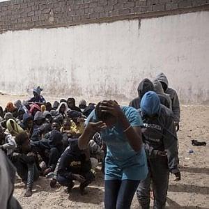 Pozzallo, testimonianze di gravissime violazioni dei diritti umani che i migranti subiscono in Libia