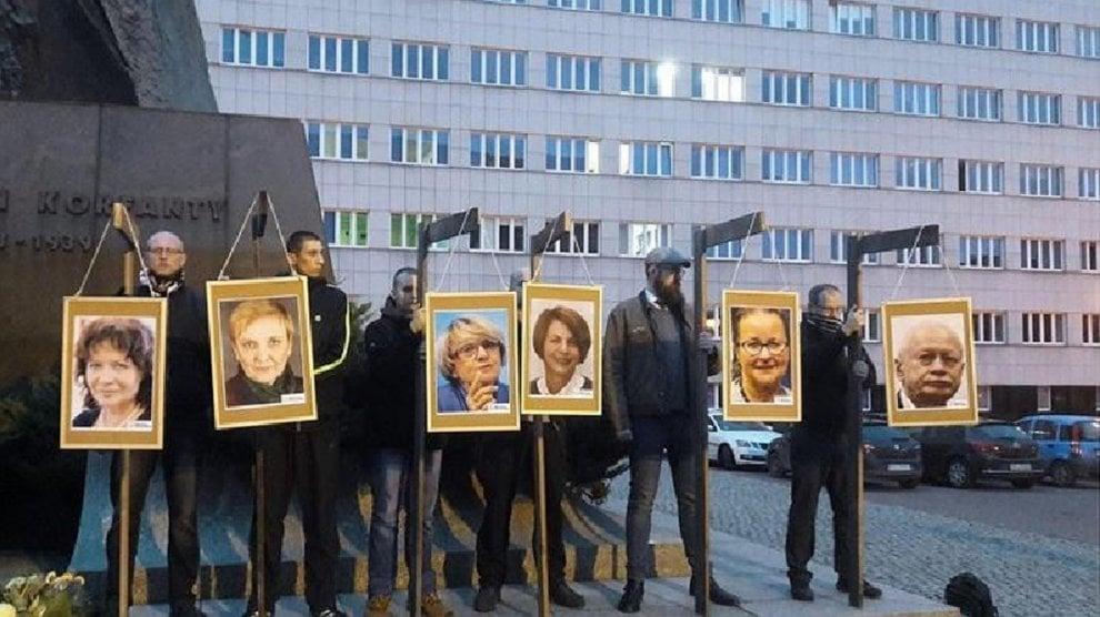 Polonia, l'estrema destra simula la forca per gli eurodeputati dell'opposizione