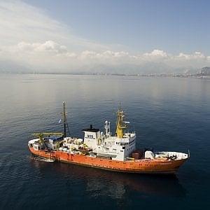 """La denuncia della Ong: """"Soccorsi in mare ritardati per dare priorità ai libici, noi costretti a guardare impotenti"""""""