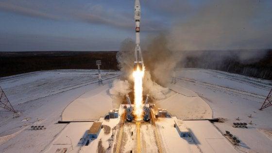 """Russia, lanciato satellite meteorologico ma Roscomos avverte: """"Perso il contatto"""""""