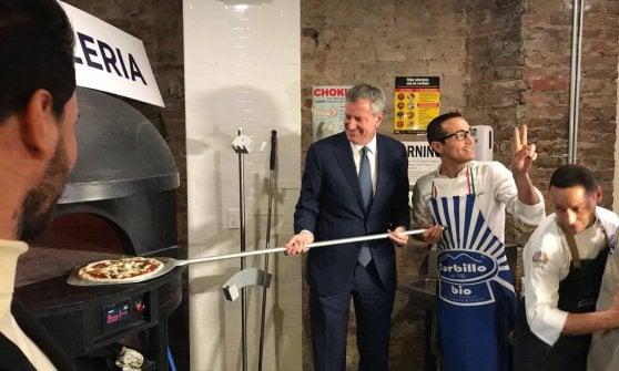 Gino Sorbillo apre a New York e la prima pizza la sforna il sindaco