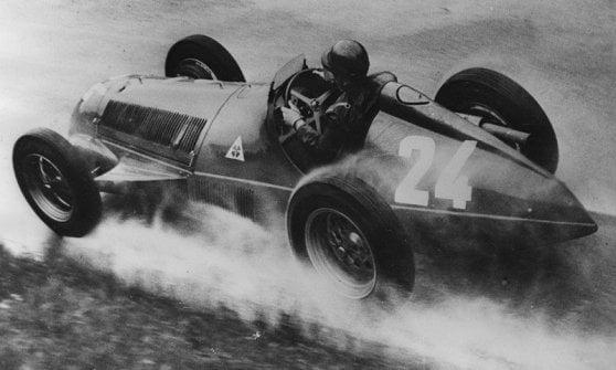 1951, il mito Fangio. L'anno dopo, ci pensa l'argentino a rifarsi sul compagno di squadra a bordo della mitica 159 Alfetta.