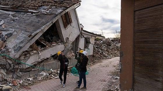 """""""La nostra vita tra le macerie di Amatrice"""", il fotoracconto di 13 studenti sopravvissuti"""