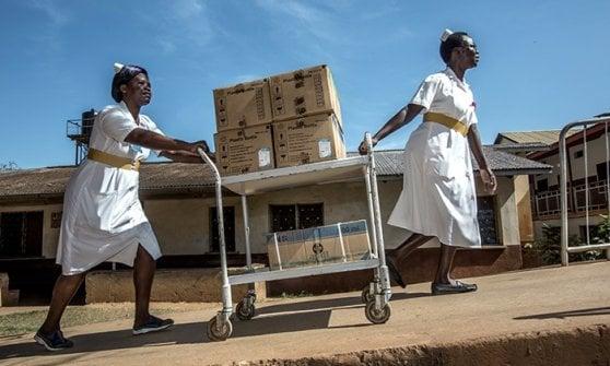 Hiv, la lezione dell'Uganda: volontari nei villaggi e un centro per adolescenti
