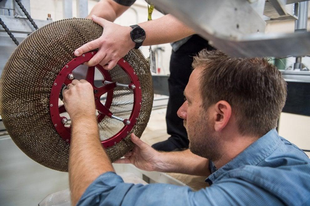 Si deforma ma non si rompe: la ruota superelastica inventata della Nasa