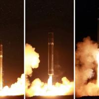 Nord Corea, tv mostra foto del nuovo missile di Kim e la firma sull'autorizzazione al test