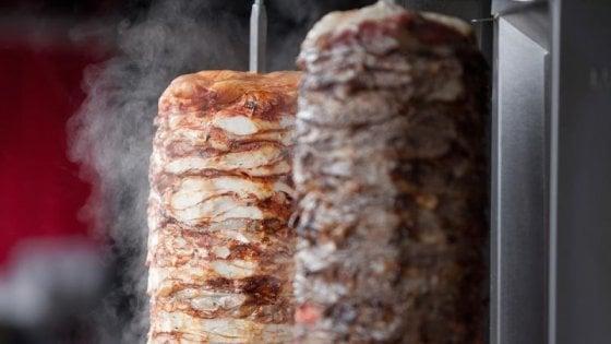 Kebab a rischio: l'Europa potrebbe metterlo fuori legge