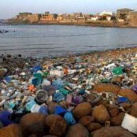 Sulle spiagge italiane ci sono 100 milioni di cotton fioc