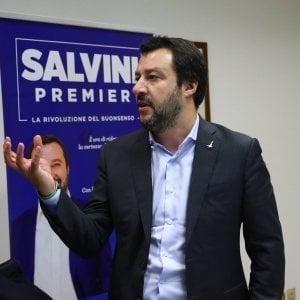 """Salvini assolve gli skinhead: """"Sono quattro ragazzi, il problema è l'immigrazione"""""""