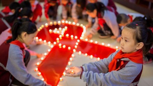 Aids: calano i contagi, ma resta alta l'allerta tra le persone più giovani
