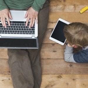Dipendenza da web, i ragazzi controllano lo smartphone 75 volte al giorno