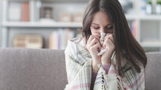 Influenza: quasi 500mila italiani a letto, ma il picco arriverà a Capodanno