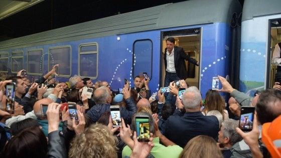 """Renzi fa il bilancio del treno Destinazione Italia e riparte dal """"popolo del Sì"""". Contestazioni? """"Una minoranza"""""""