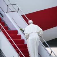 Papa Francesco lascia il Bangladesh. Amicizia, amore e rispetto: concluso