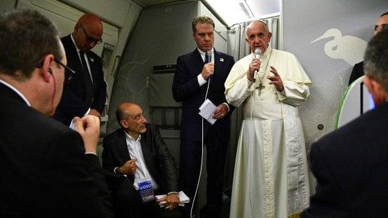 """Papa Francesco: """"Ho pianto per i rohingya. Volevano cacciarli dal palco, ma mi sono arrabbiato"""""""