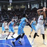 Basket, Bologna ritrova il successo: Cremona, il finale è amaro
