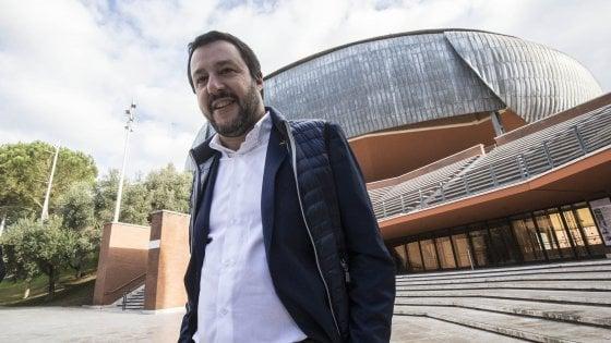 """Salvini: """"Migranti? Nullafacenti e delinquenti, in Italia è in corso una sostituzione etnica"""""""