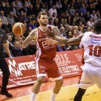 Basket, Milano passa a Reggio Emilia. Bologna ritrova il successo, Torino ko
